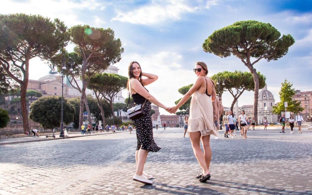 girl friends in Rome - Ancient Rome - Fori Imperiali