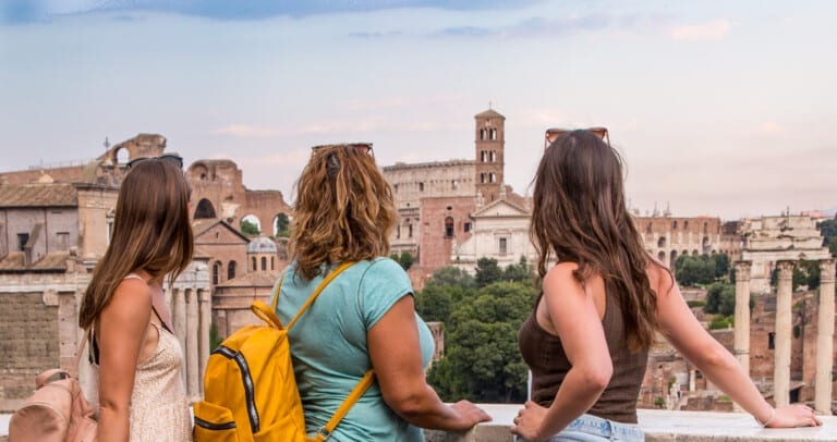 Girlfriends in Ancient Rome - Colosseum - Roman Forum